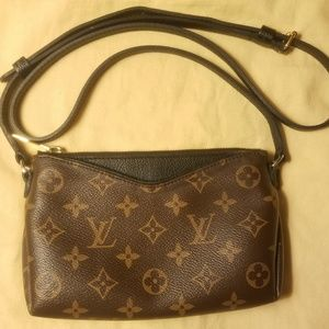 Louis Vuitton Exclusive Crossbody Pochette Clutch